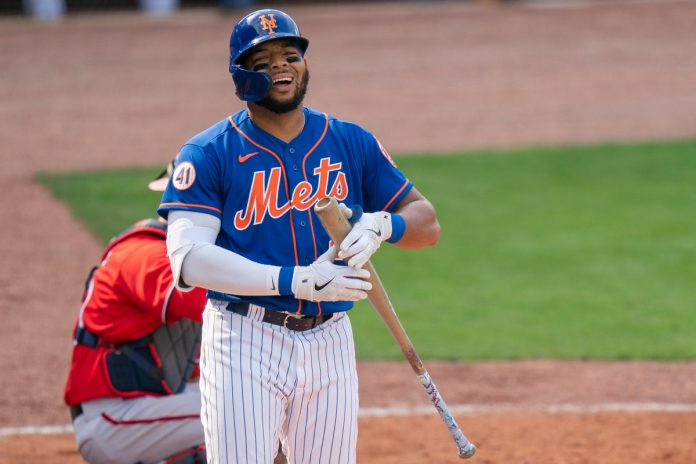 Dominic Smith scratched from Mets lineup with wrist issue